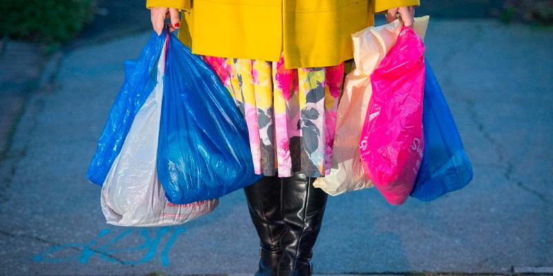Как проходит отказ от пластиковых пакетов во многих странах мира?